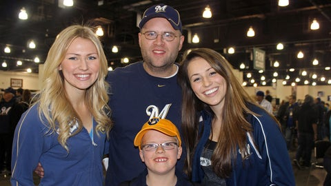Meeting with some great Brewers fans at Brewers On Deck.