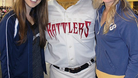 Chyna & Sage catch up with Fang, the mascot for the Appleton Timber Rattlers.