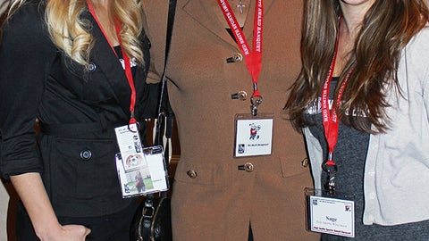 "Nice Gal"" honoree & Olympic gold medalist Jackie Joyner-Kersee poses with Chyna & Sage."