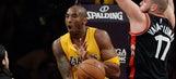 Kobe signs Jonas Valanciunas' cast after breaking his hand