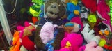 Bears mascot terrifies children in brilliant claw machine prank