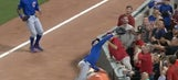Cubs' Anthony Rizzo dives onto tarp to make a catch