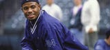 Ken Griffey Jr. puts on backwards hat to conclude Hall of Fame induction speech
