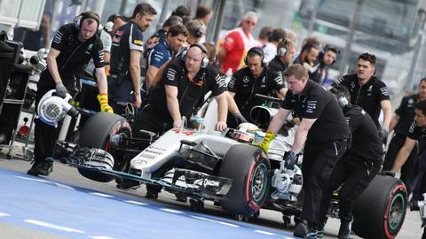 2. Lewis Hamilton, 1:14.470