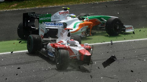 Photos: 2009 Spanish GP start wreck