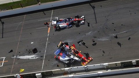 Saavedra stalls to trigger huge wreck at start of Indy GP