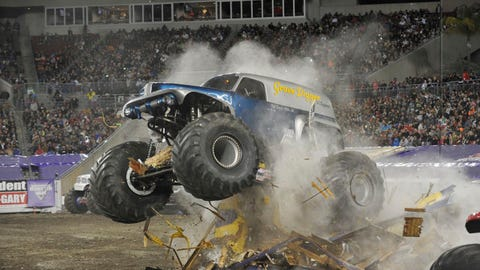 Monster Jam freestyle in Tampa, FL: Grave Digger® The Legend