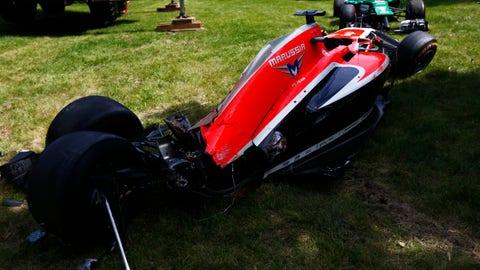 Photos: 2014 F1 crash gallery