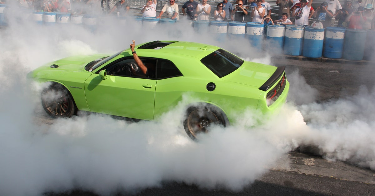 East Carolina Dodge >> Video: Chrysler CEO does burnout in 707hp Dodge Challenger ...