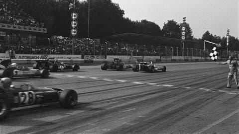 1971 Italian GP: Peter Gethin wins by 0.010 seconds