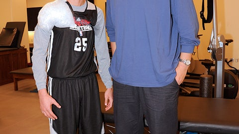 Yao Ming vs. Chandler Parsons