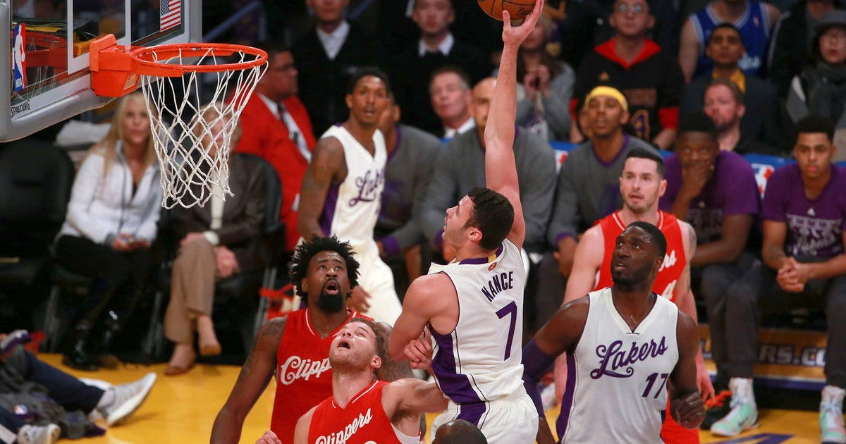 Larry Nance scores put-back for Clippers -- only he's on the ...