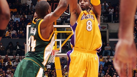 Singeing the Sonics for record 12 3-pointers