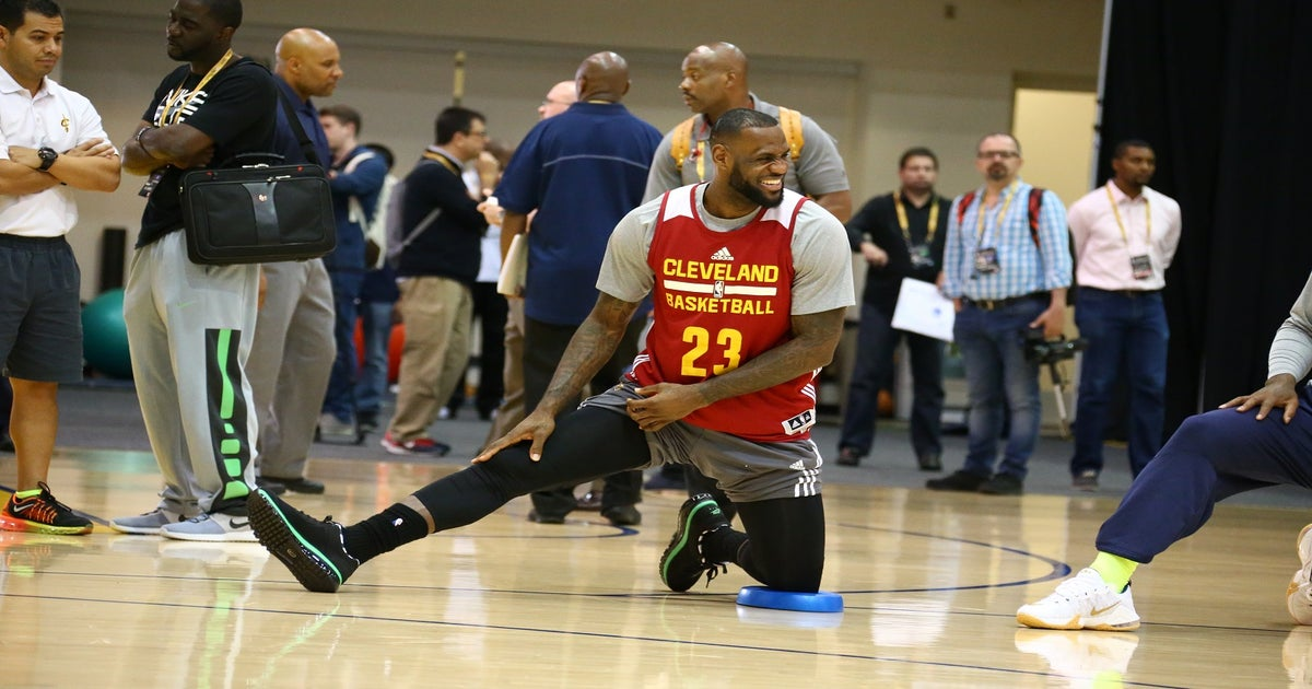 lebron james continues trolling by wearing his old no 6