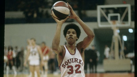 1972: The Milwaukee Bucks draft Julius Erving, who ends up back in the ABA