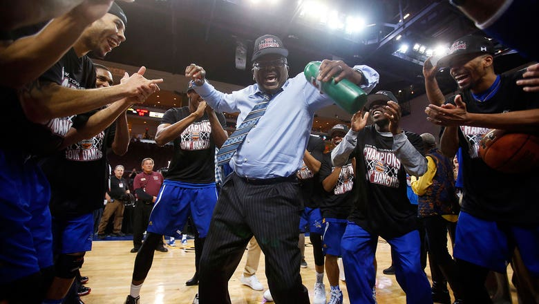Game-winning 3 sends Cal State Bakersfield to 1st NCAA tourney