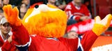 Poor Youppi! Habs mascot follows through on bet with Jimmy Fallon
