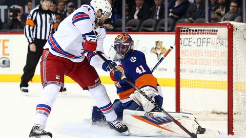 Islanders' Halak treats Rangers rudely in Brooklyn