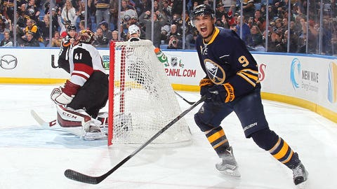 Sabres' Kane shows twice is nice against Coyotes