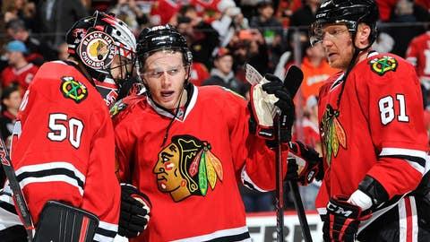 Blackhawks' Kane, Crawford keep streaking along