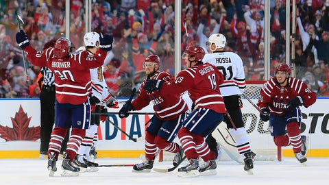 2015: Capitals' Brouwer hits home run with late goal versus Blackhawks