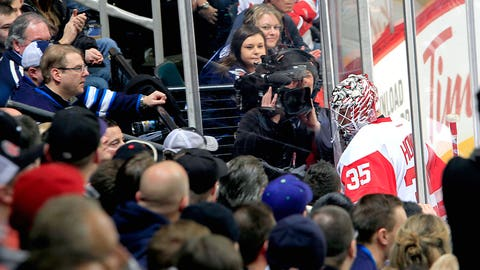 Another early exit for Red Wings' Howard