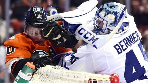 Maple Leafs' Bernier shows grit in blanking Ducks