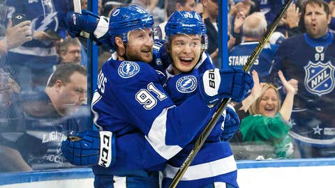 Lightning's Namestnikov zaps Penguins