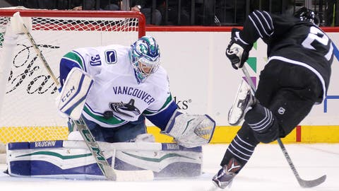 Canucks' Miller keeps Islanders at bay