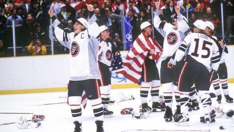 1998: US women take hockey gold