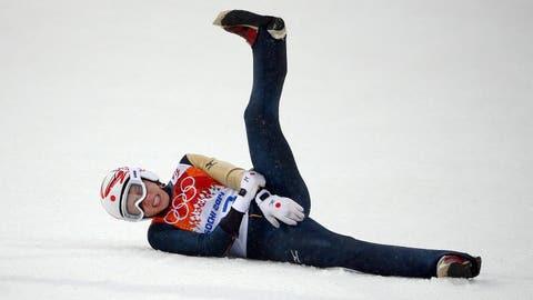 Japanese ski jumper breaks arm