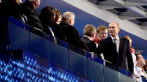 Putin introduced to crowd