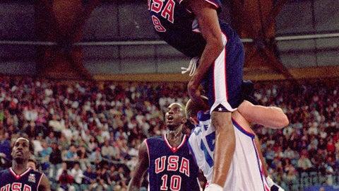 Vince Carter dunks on France