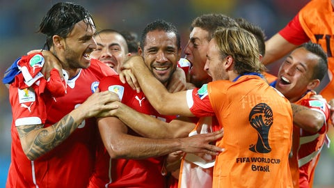 Chile nearly squanders rampaging start in win over Australia