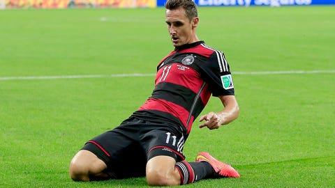 Miroslav Klose breaks Ronaldo's goal record (July 8)