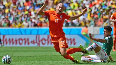 Dutch winger Arjen Robben admits to diving (June 29)