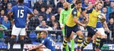 Giroud's goal helps Arsenal salvage late point against Everton
