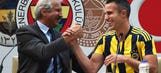 Manchester United and Fenerbahce yet to agree Van Persie fee