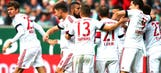 Muller fires record-breaking Bayern to victory; Gladbach cruise