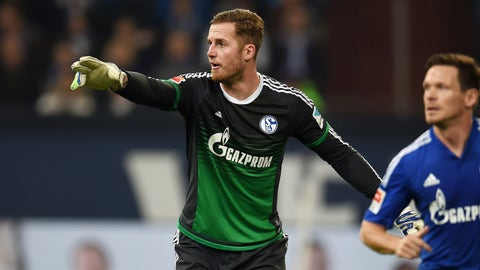 Fährmann leads Schalke's spine