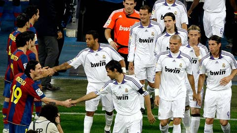 May 7, 2008 — Real Madrid 4-1 Barcelona | The guard of honor