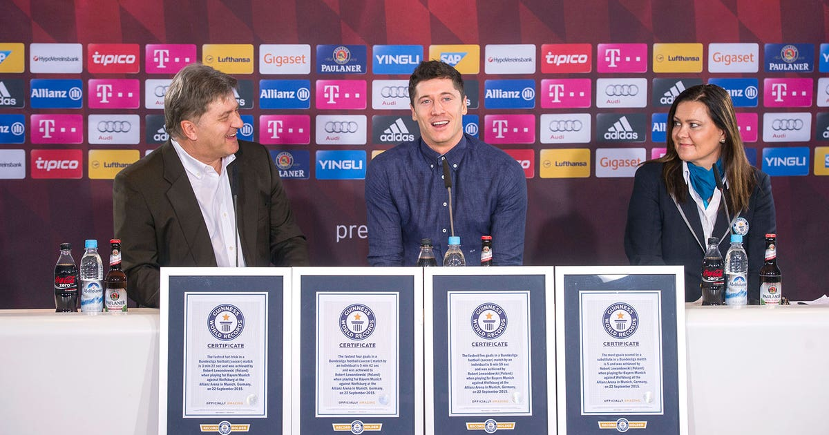online retailer 5da46 6d89b Lewandowski honored by Guinness Book of Records for five-goal haul  FOX  Sports