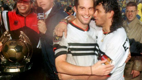1996: D.C. United wins inaugural title in soggy Foxboro