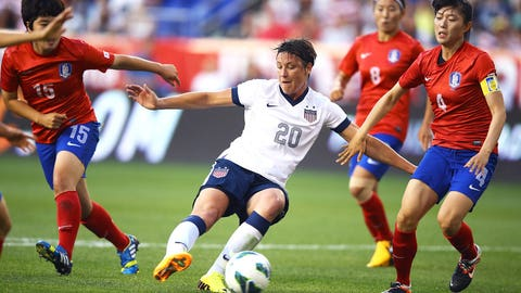 2013: Breaks Mia Hamm's scoring record