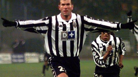 Zinedine Zidane joins Blackburn in 1995 instead of Juventus