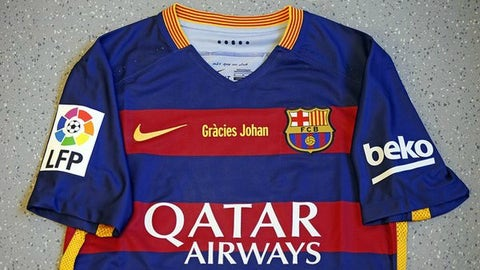 Barcelona pay tribute to Johan Cruyff with special kits for