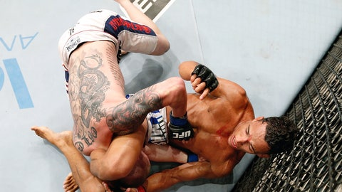 Charles Oliveira submits Andy Ogle