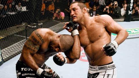 Dan Henderson vs. Quinton Jackson - first UFC vs PRIDE champion fight