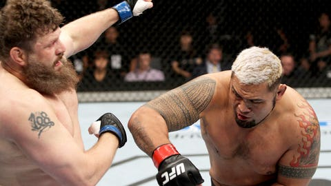 Mark Hunt vs. Roy Nelson at Fight Night Japan