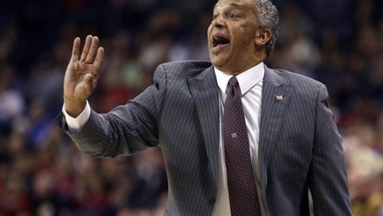 UNLV hires Menzies as basketball coach after Beard bolts